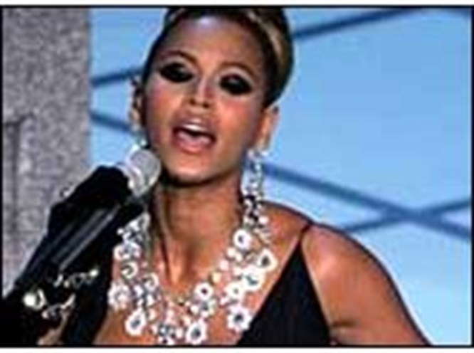 Beyonce adeta seyyar kuyumcu